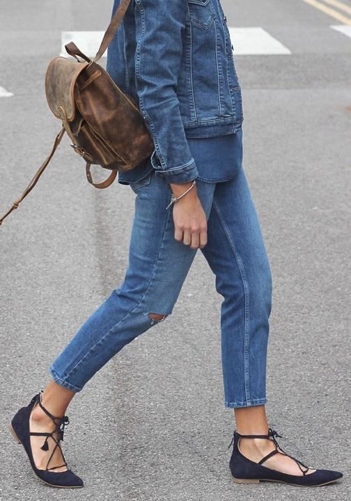 5-cach-phoi-quan-jeans-va-ao-len-tron-mau-giup-ban-them-noi-bat-7